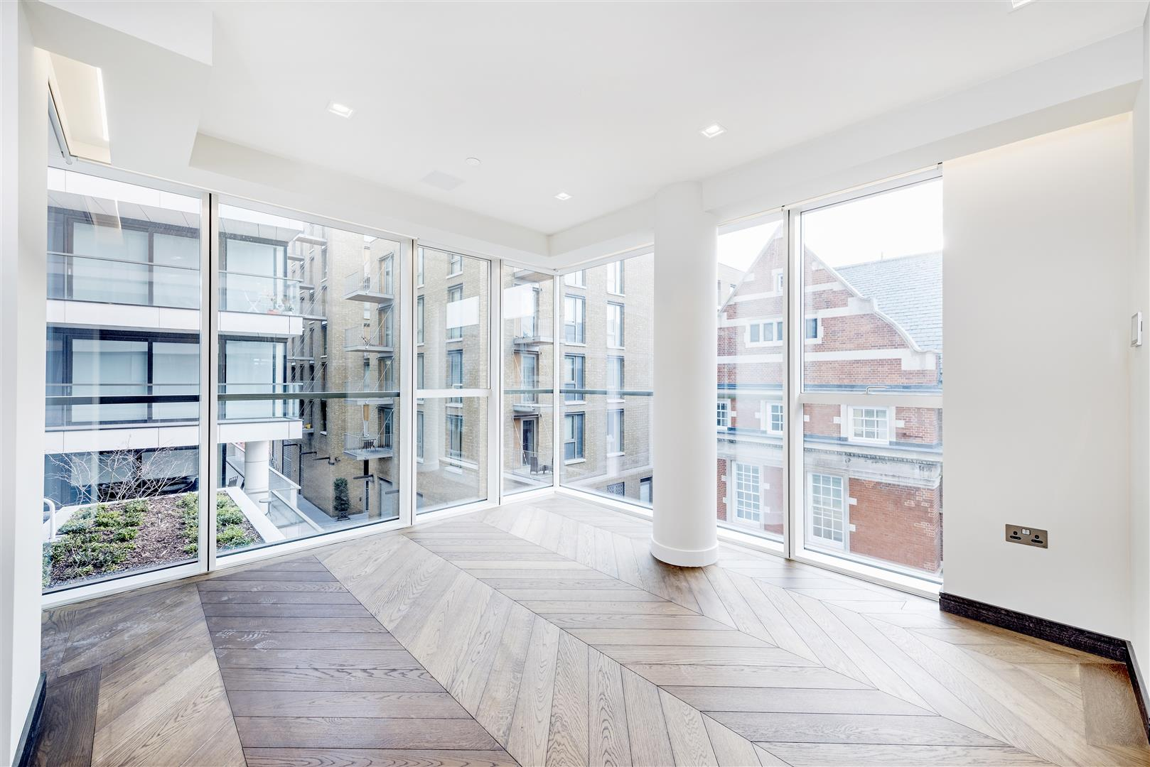 2 Bedrooms Flat for sale in Sandringham House, Dutches Walk, One Tower Bridge, London SE1